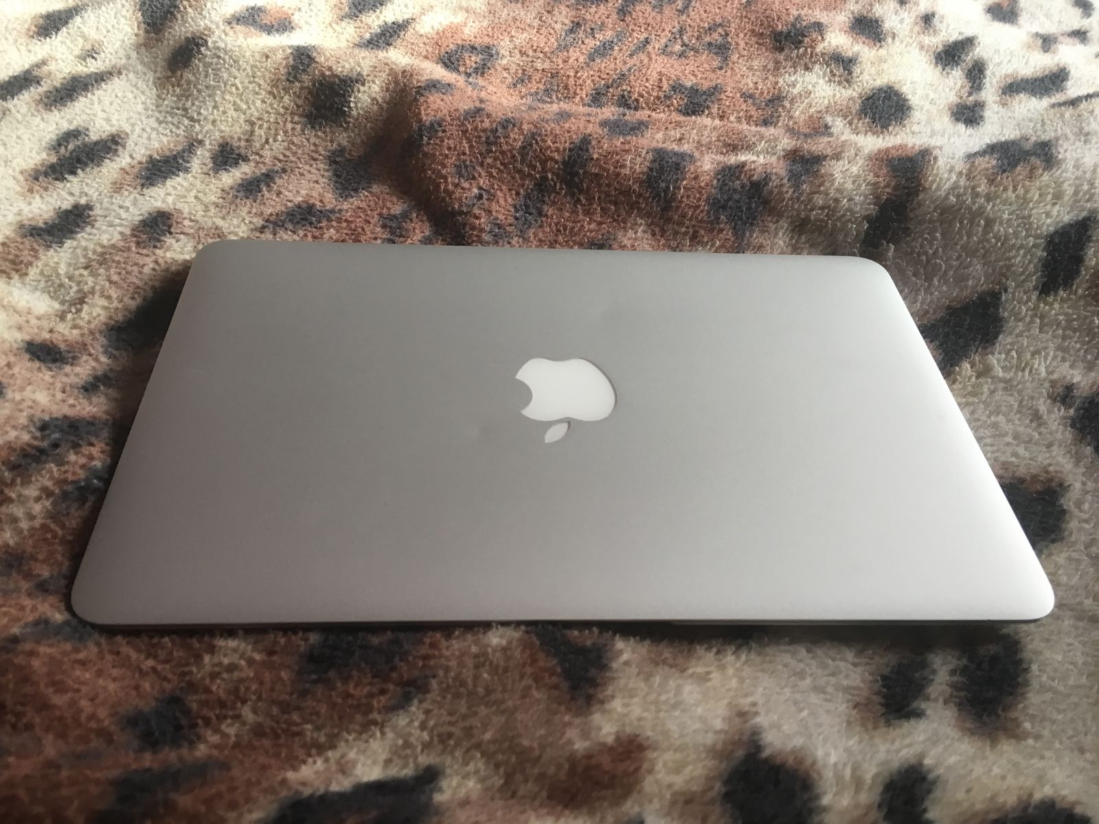MacBook Air (11-inch, Mid 2012) Сore i5/128SSD/8gb/intel4000