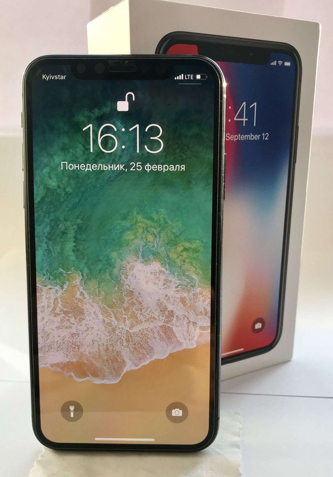 Продам iPhone X 64 GB Space Gray